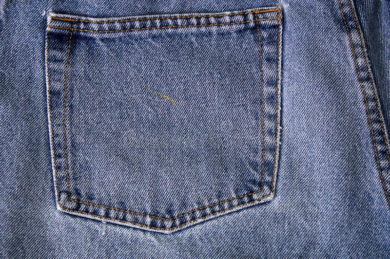 Zak oude langzaam verdwenen jeans stock fotografie