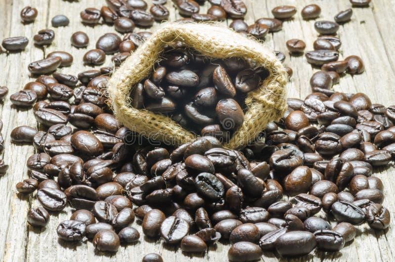 Zak van koffiebonen stock afbeelding