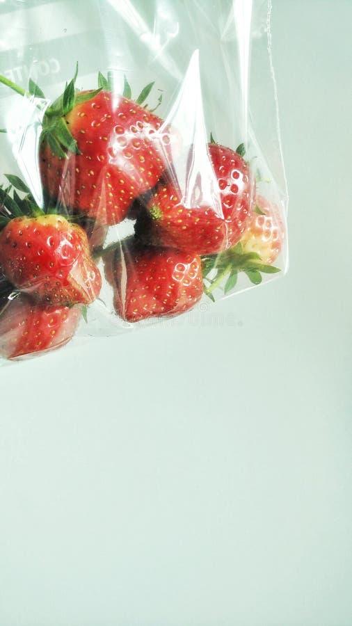 Zak van rijpe aardbeien stock fotografie