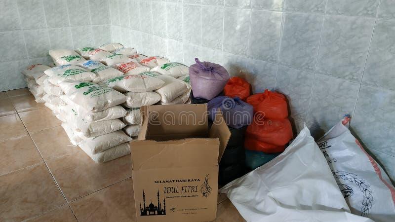Zakat Fitrah μπροστά από Eid Al-Fitr για τους φτωχούς στοκ εικόνες