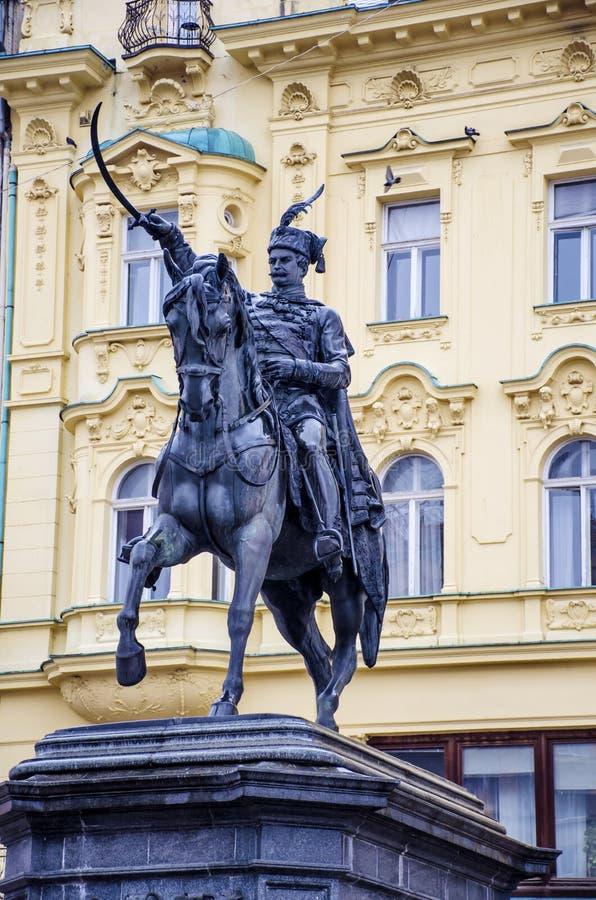 Zakazu Jelacic zabytek na centralne miasto kwadracie Zagreb (Trg bana Jelacica) Stary trwanie budować tutaj budował w 1827 obrazy stock