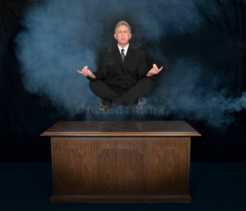 Zaken, Bedrijfsmens die Zen, mediteren de denken royalty-vrije stock foto's