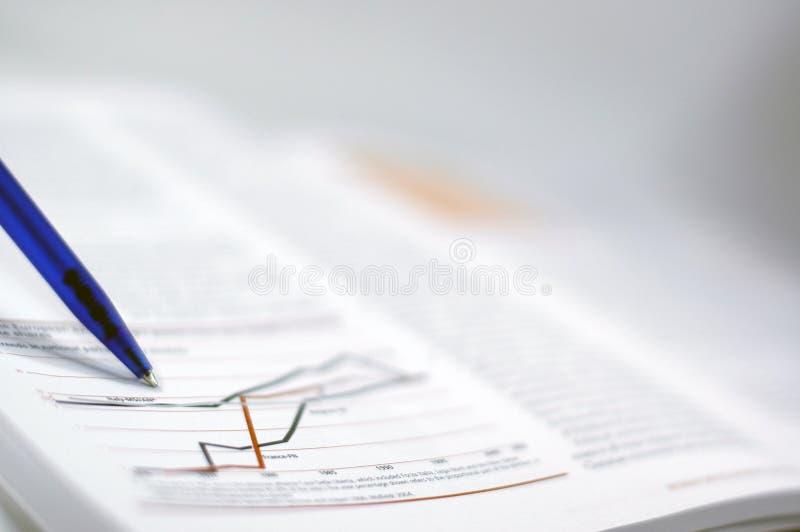 Zaken en financieel rapport stock foto's
