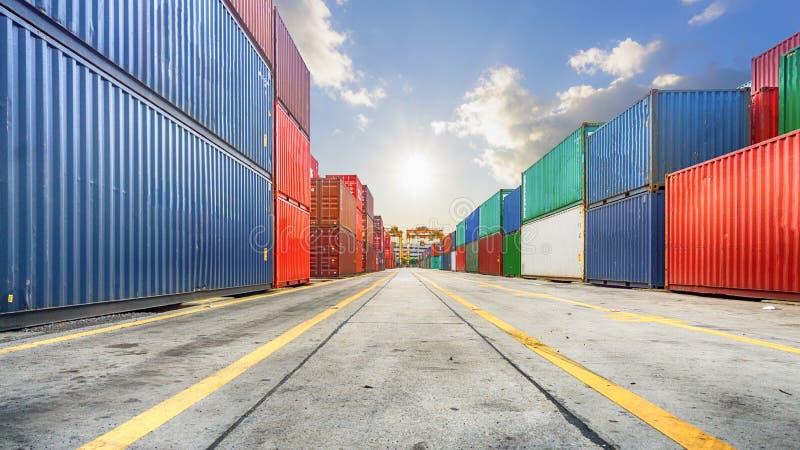 Zaken en logistiek Ladingsvervoer en opslag Equipm royalty-vrije stock afbeeldingen