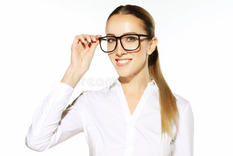 Zaken en mensenconcept: jonge bedrijfsvrouw in glazen over witte achtergrond royalty-vrije stock afbeeldingen