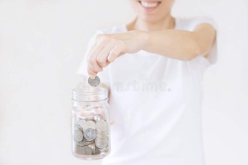 Zaken, financiën, besparing, bankwezen en mensenconcept royalty-vrije stock afbeelding