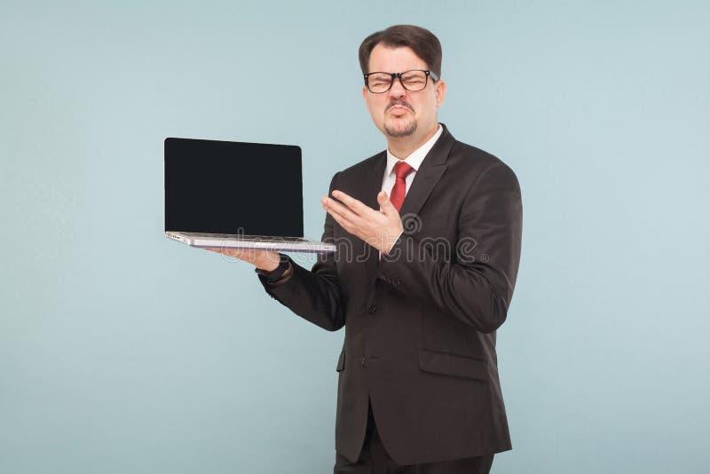 Zaken, gadgets, technologieën Zakenmanholding gebroken gunst stock afbeelding