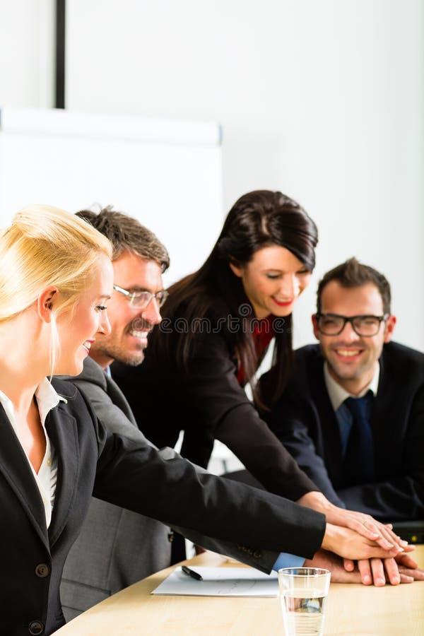 Zaken - het zakenlui heeft teamvergadering royalty-vrije stock fotografie