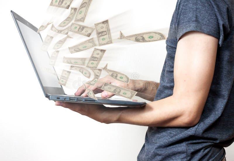 Zaken laptop online zaken die de rekeningen van de gelddollar maken royalty-vrije stock afbeeldingen