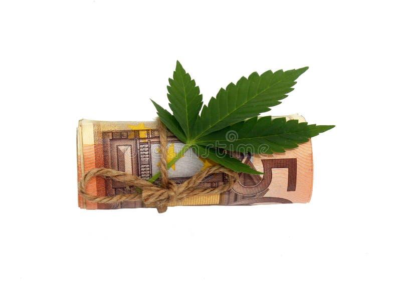 Zaken met marihuanaconcept, euro die bankbiljet vijftig met marihuanablad op witte achtergrond wordt geïsoleerd royalty-vrije stock fotografie