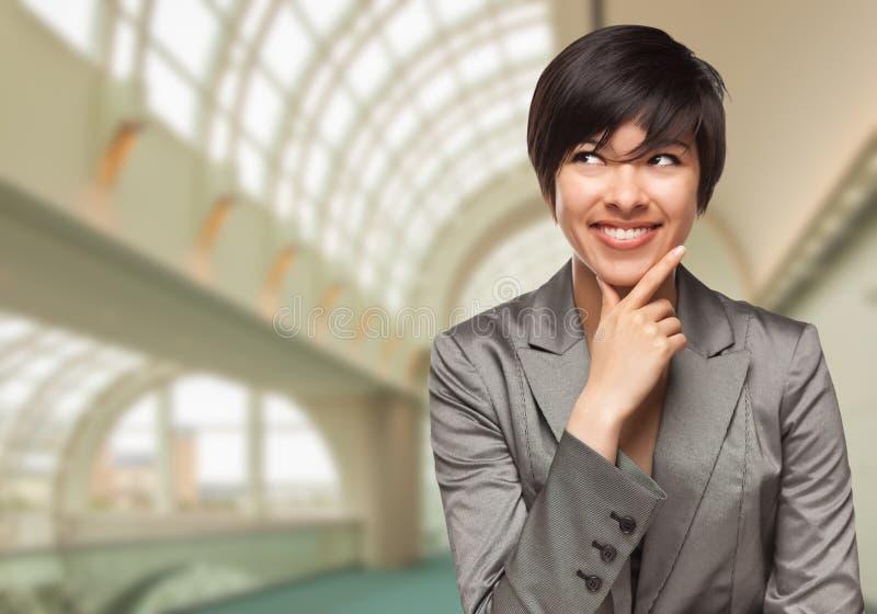 Zaken Person Inside Corporate Building Looking aan de Kant royalty-vrije stock foto