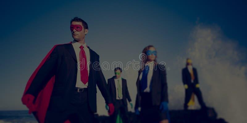 Zaken superheroes op het strand zekere concept royalty-vrije stock fotografie