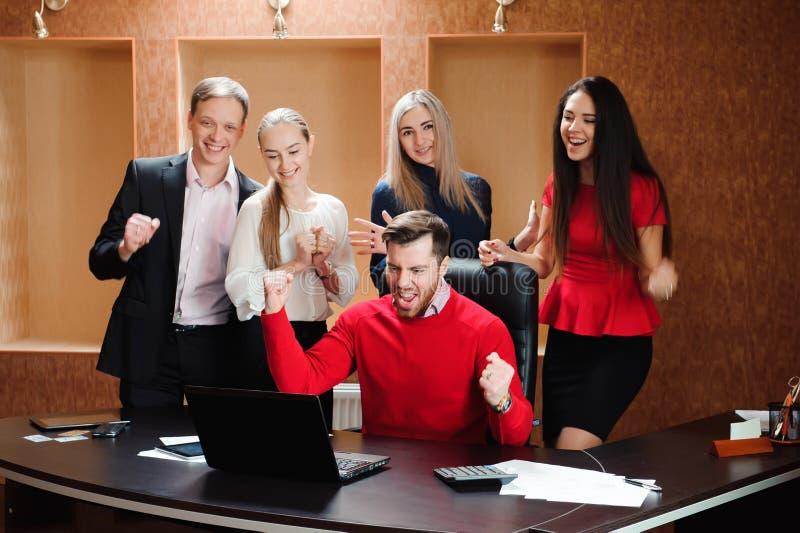 Zaken Team Professional Occupation Workplace Concept, mensen in bureau die een conferentie houden en strategieën bespreken royalty-vrije stock foto's