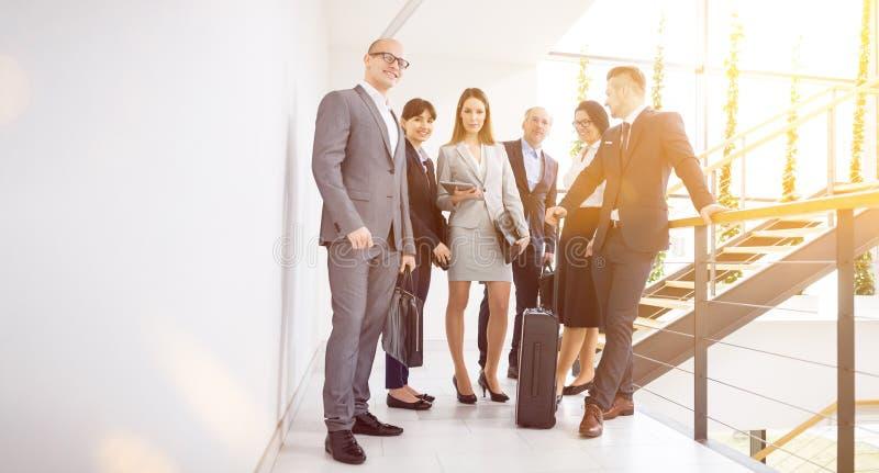 Zaken Team Standing Together On Corridor in Bureau stock afbeelding