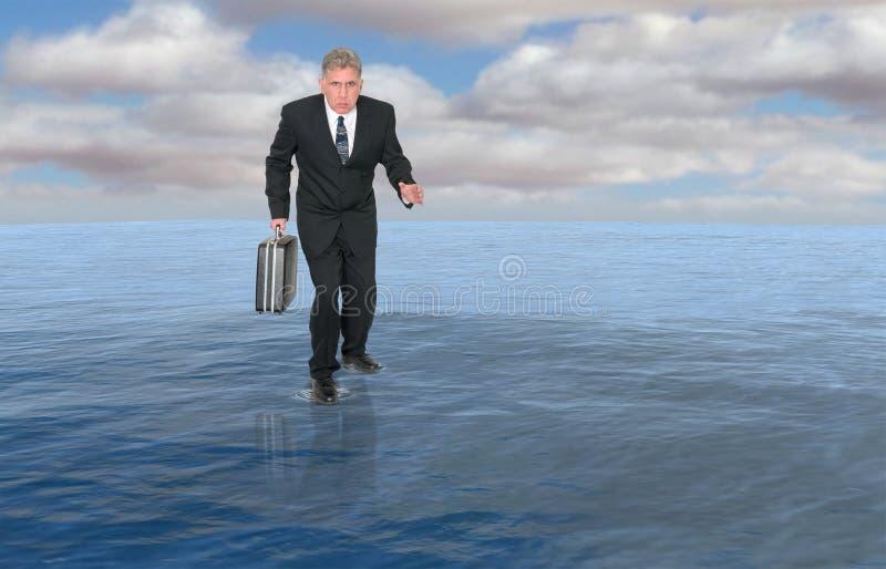 Zaken, Zakenman Walk Water, Succes stock afbeeldingen