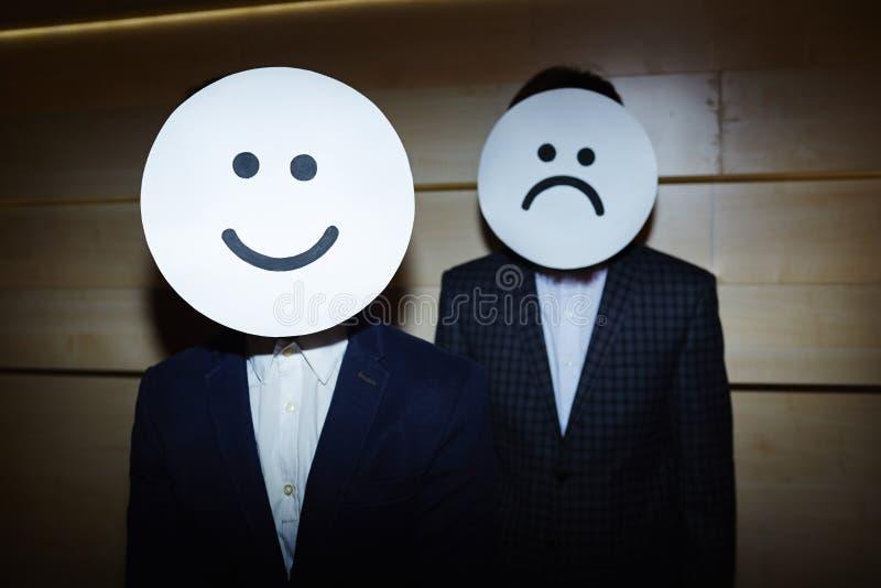 Zakenlieden in Glimlachende en Droevige Maskers royalty-vrije stock foto
