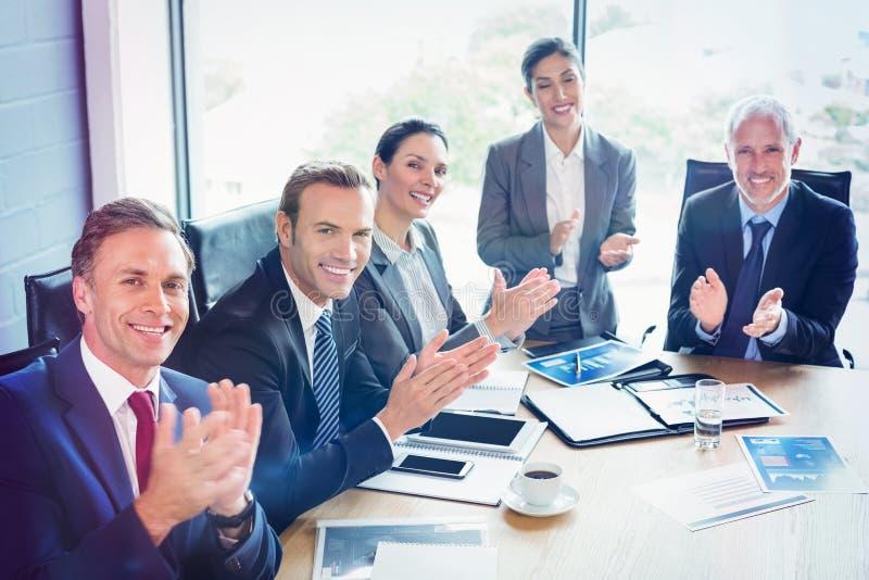 Zakenlui in conferentieruimte royalty-vrije stock foto