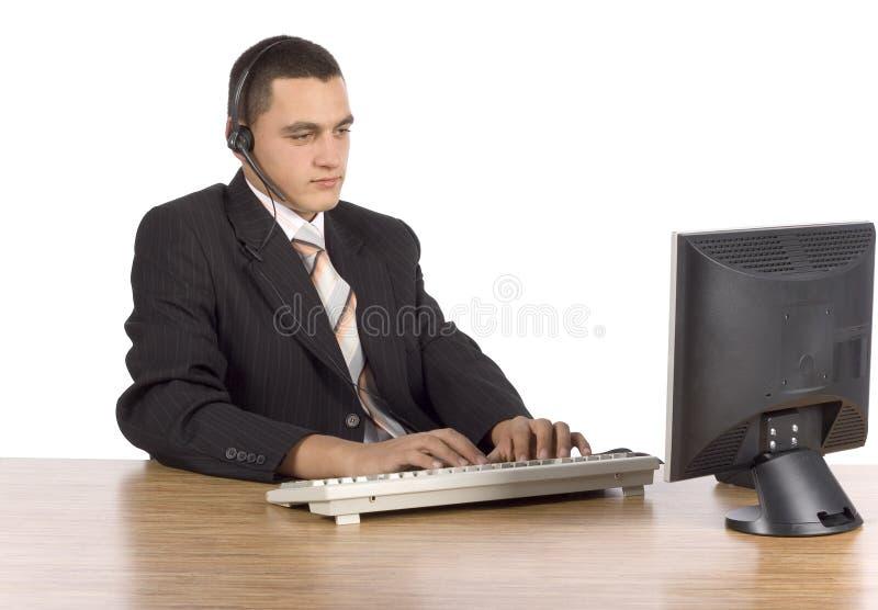 Zakenman bij de computer stock foto's