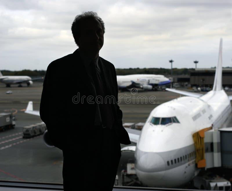 Zakenman bij de luchthaven royalty-vrije stock foto's