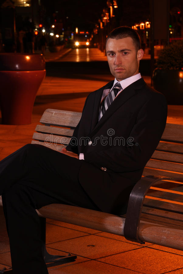 Zakenman bij nacht royalty-vrije stock afbeelding