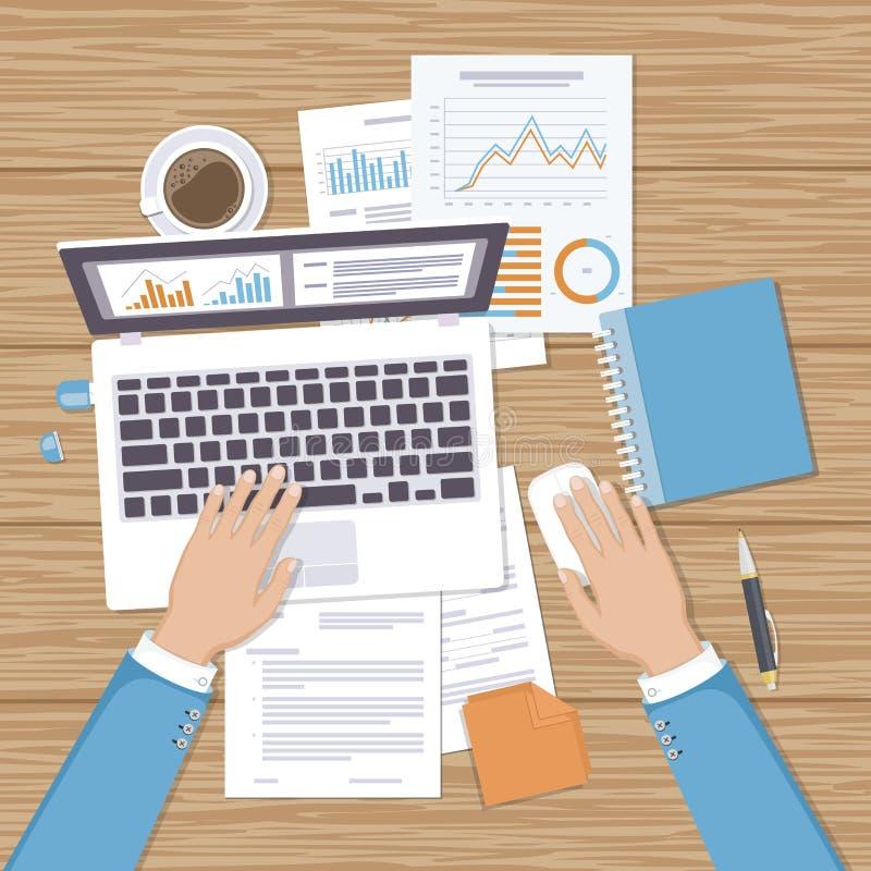 Zakenman die aan laptop werkt Handen op laptop en computermuis, documenten, vormen stock illustratie