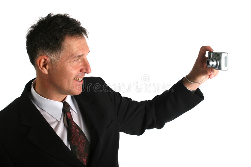 Zakenman die autoportrait foto met compacte digitale camera waarschijnlijk voor zijn het werktoepassing nemen royalty-vrije stock fotografie