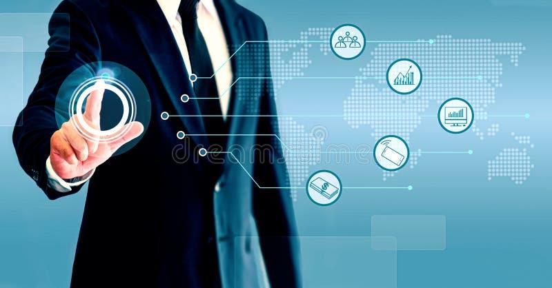 Zakenman die bedrijfs de groei en handel met pictogrammen tonen Het concept het kweken van zaken is samengesteld uit personeel, t stock foto's