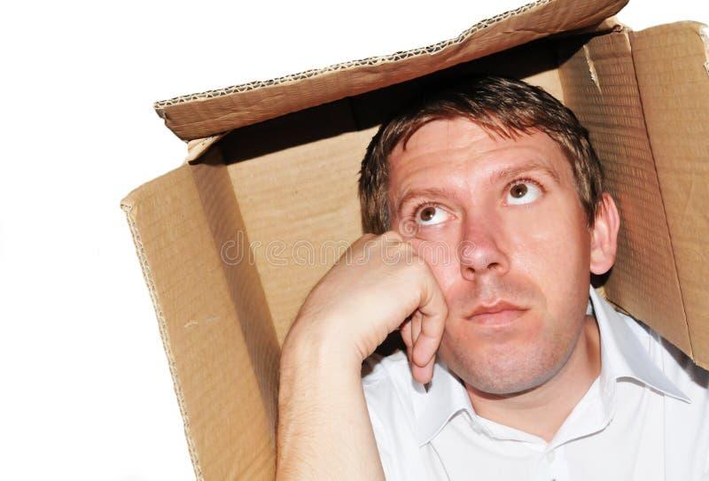 Zakenman die binnen de doos denkt royalty-vrije stock afbeeldingen