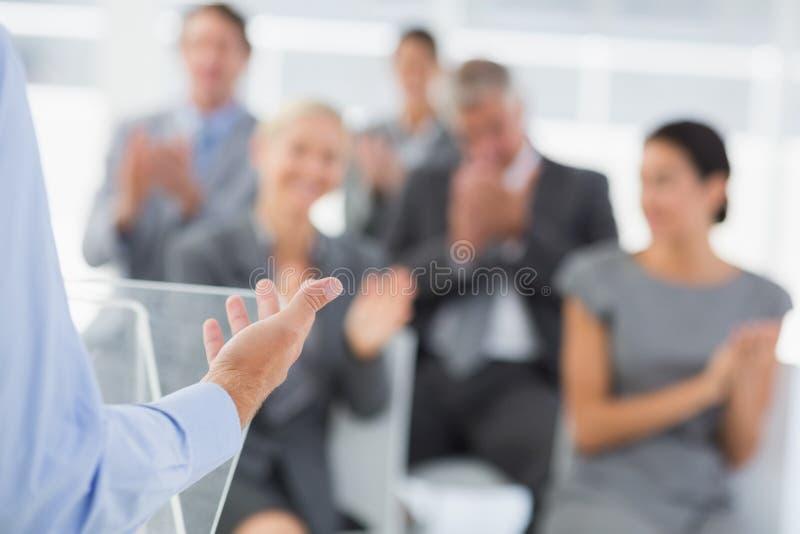 Zakenman die conferentiepresentatie doen royalty-vrije stock foto