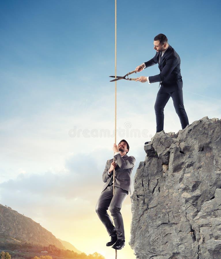 Zakenman die doesn ` t een concurrent helpt Concept de oneerlijke concurrentie stock afbeelding