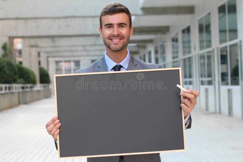 Zakenman die een bord met ruimte voor exemplaar tonen stock afbeelding