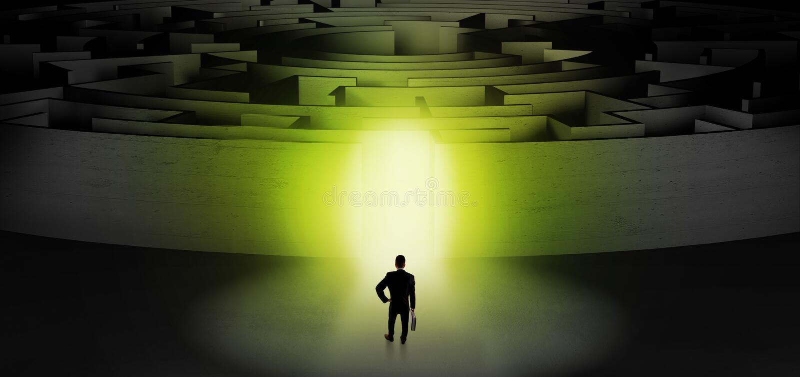Zakenman die een concentrisch labyrint beginnen stock afbeeldingen