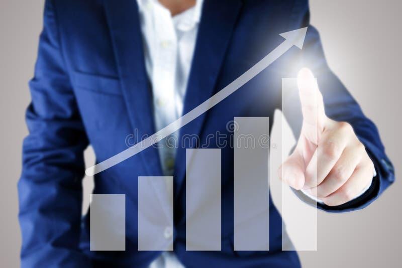 Zakenman die een de groeigrafiek richten royalty-vrije stock foto