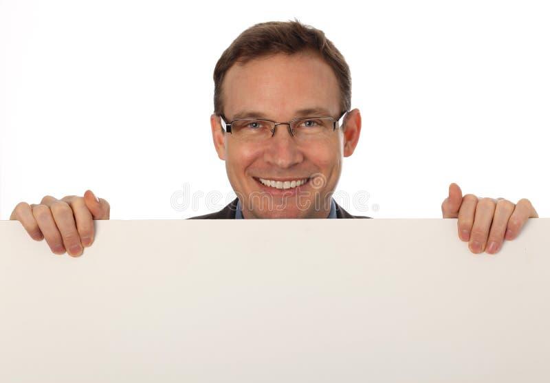 Zakenman die een leeg teken houdt stock afbeeldingen
