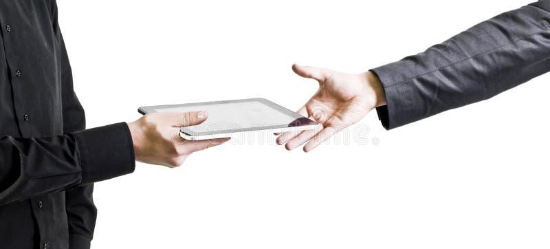 Zakenman die een tabletcomputer geeft aan een andere royalty-vrije stock afbeelding