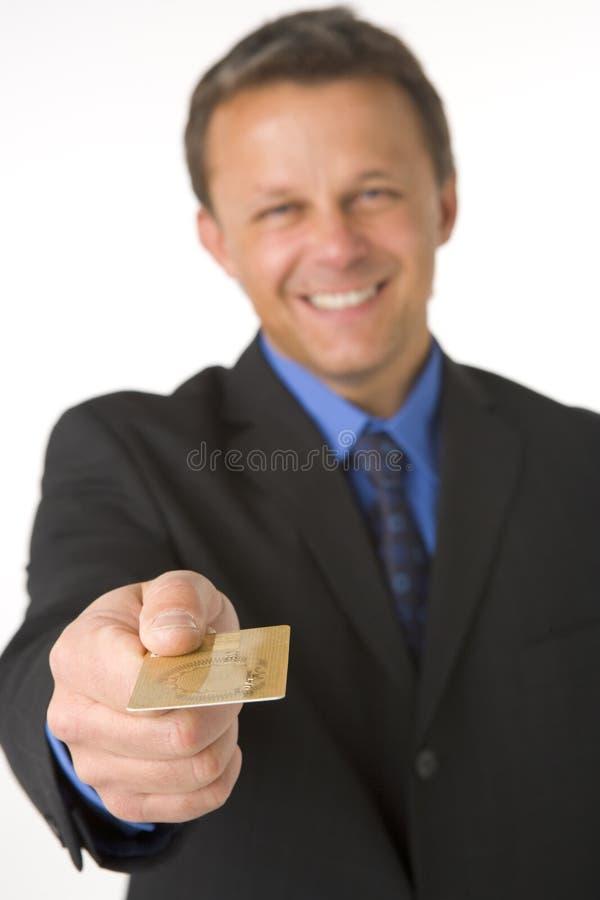 Zakenman die Gouden Creditcard overhandigt royalty-vrije stock foto