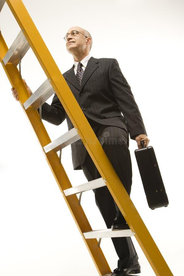 Zakenman die ladder beklimt. stock foto's