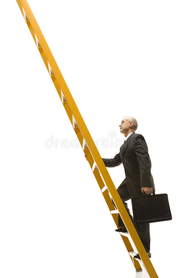Zakenman die ladder beklimt.