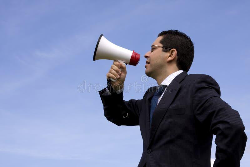 Zakenman die met een megafoon spreekt stock afbeeldingen