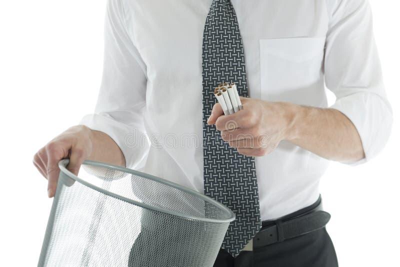 Zakenman die met het roken ophoudt stock foto