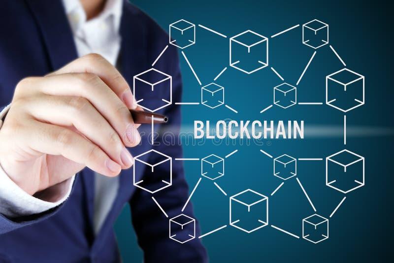 Zakenman die op blockchainconcept richten Blockchaintechnologie royalty-vrije stock afbeelding