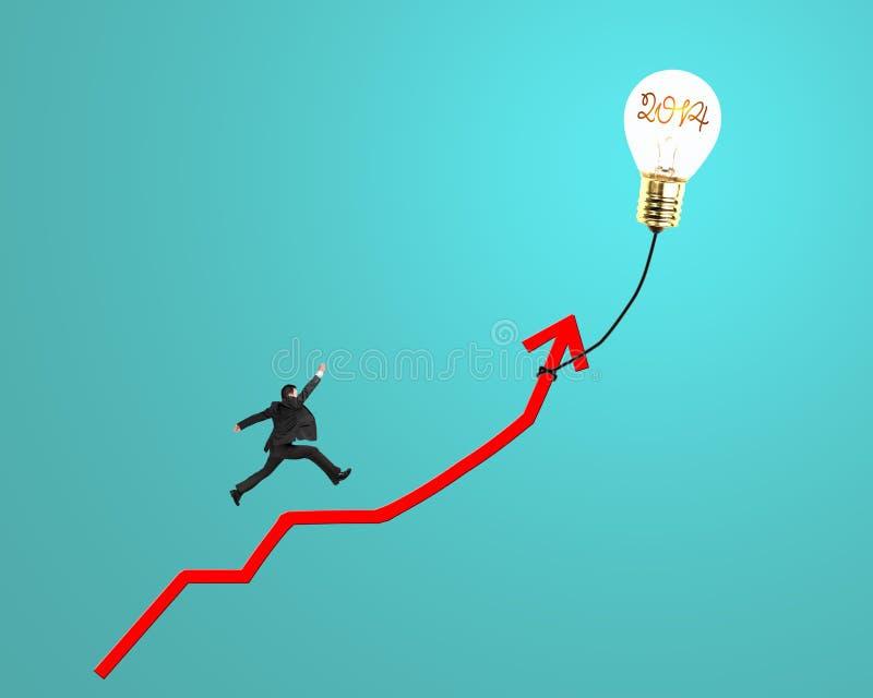 Zakenman die op de groei rode pijl lopen met het gloeien lampballoo royalty-vrije illustratie