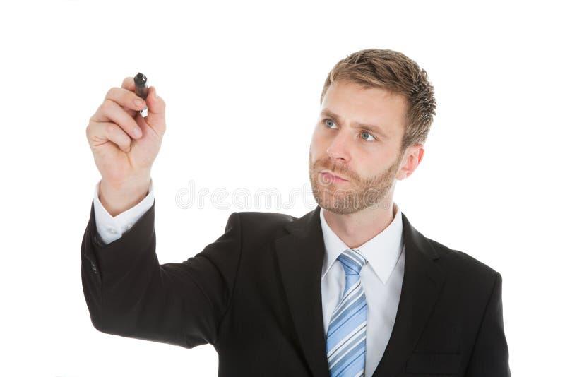 Zakenman die op het onzichtbare scherm met teller schrijven stock afbeelding