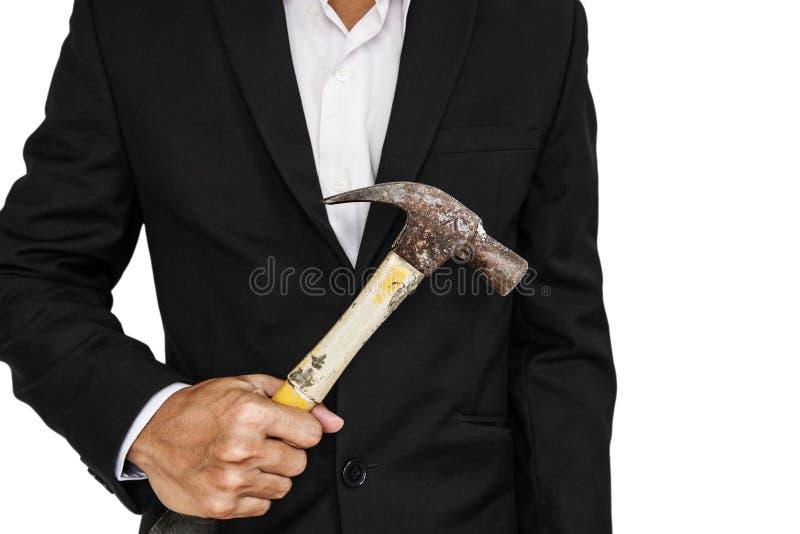 Zakenman die oude die hamer houden, op witte achtergrond wordt geïsoleerd royalty-vrije stock afbeeldingen