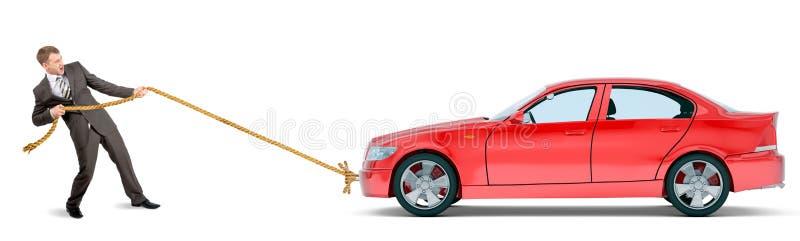 Zakenman die rode auto trekken royalty-vrije stock foto's