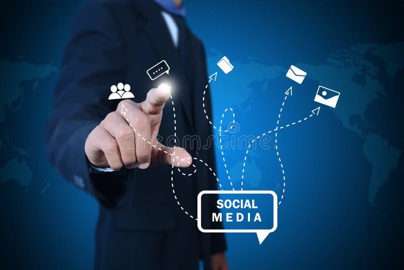 Zakenman die sociaal voorzien van een netwerk trekken royalty-vrije illustratie
