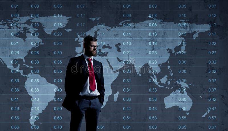 Zakenman die zich over diagram bevinden De kaartachtergrond van de wereld Zaken stock afbeeldingen