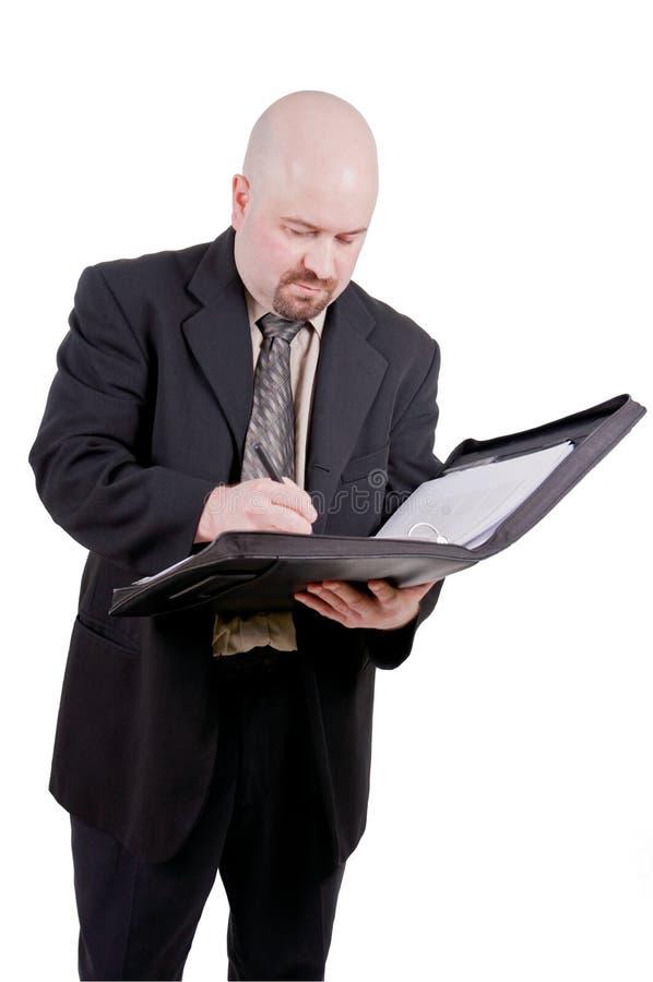 Zakenman die zijn agenda raadpleegt stock foto's
