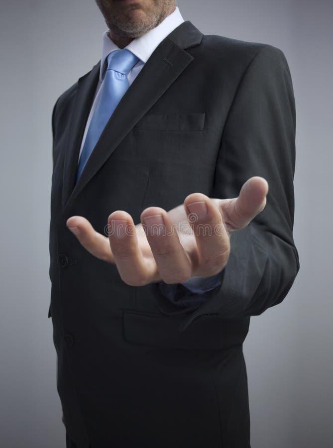 Zakenman die zijn lege hand tonen stock afbeeldingen
