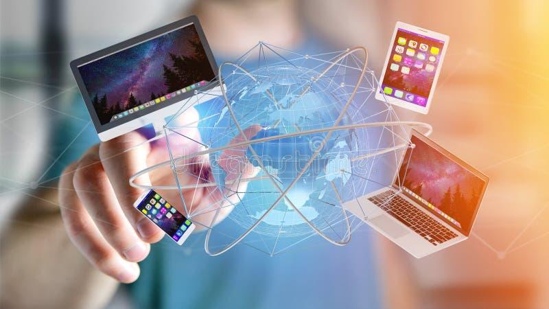 Zakenman een Computer en apparaten houden die op een futuri wordt getoond die stock foto's